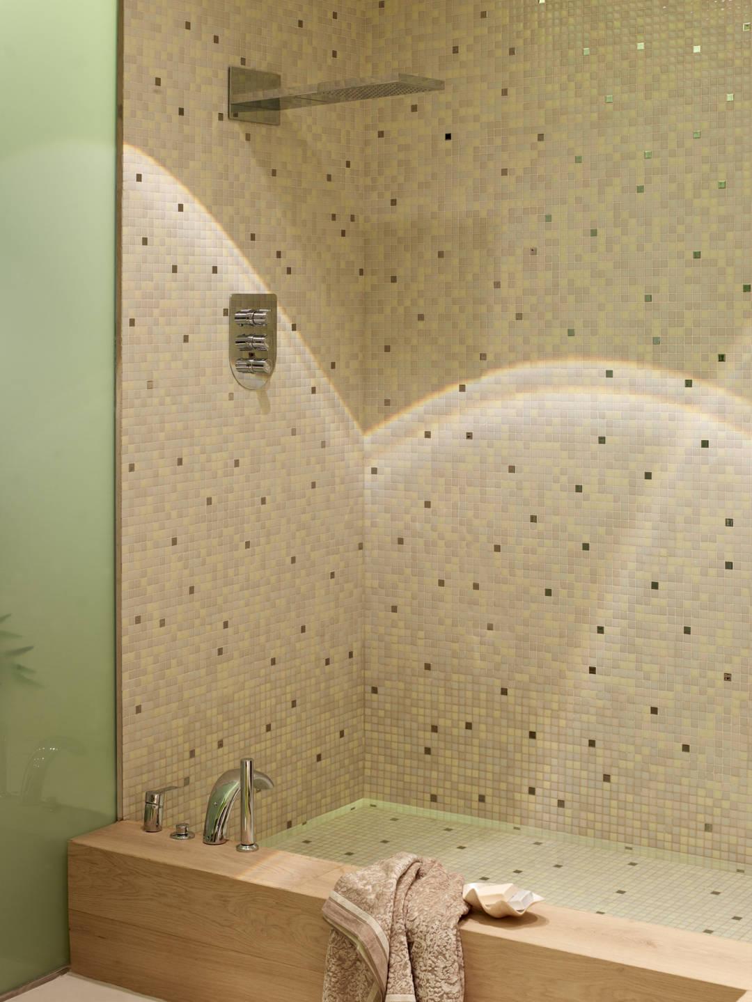 near-22390 bathtub