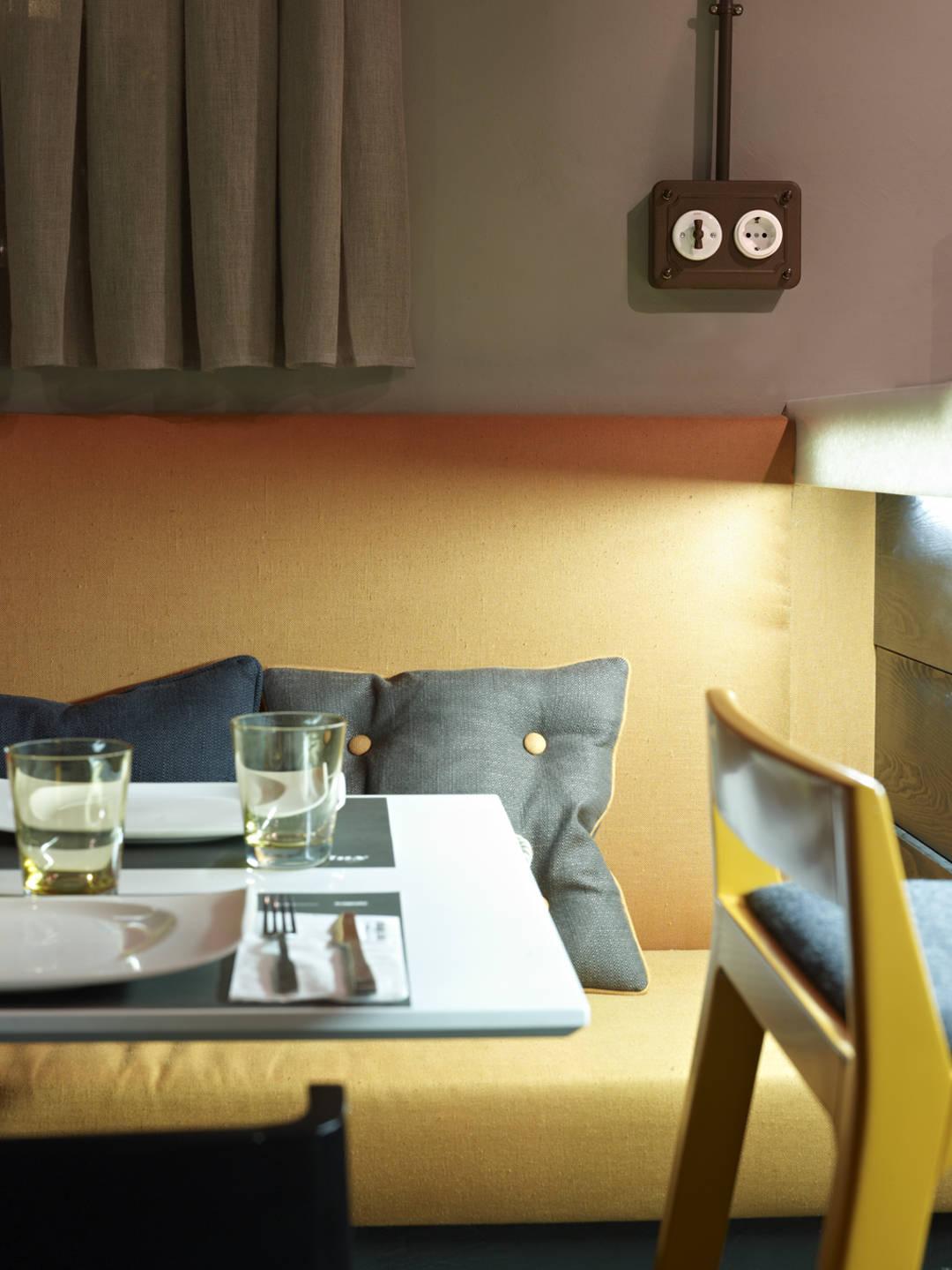 endoll i interruptor de caixa tipus loft, tubo, restaurant 6