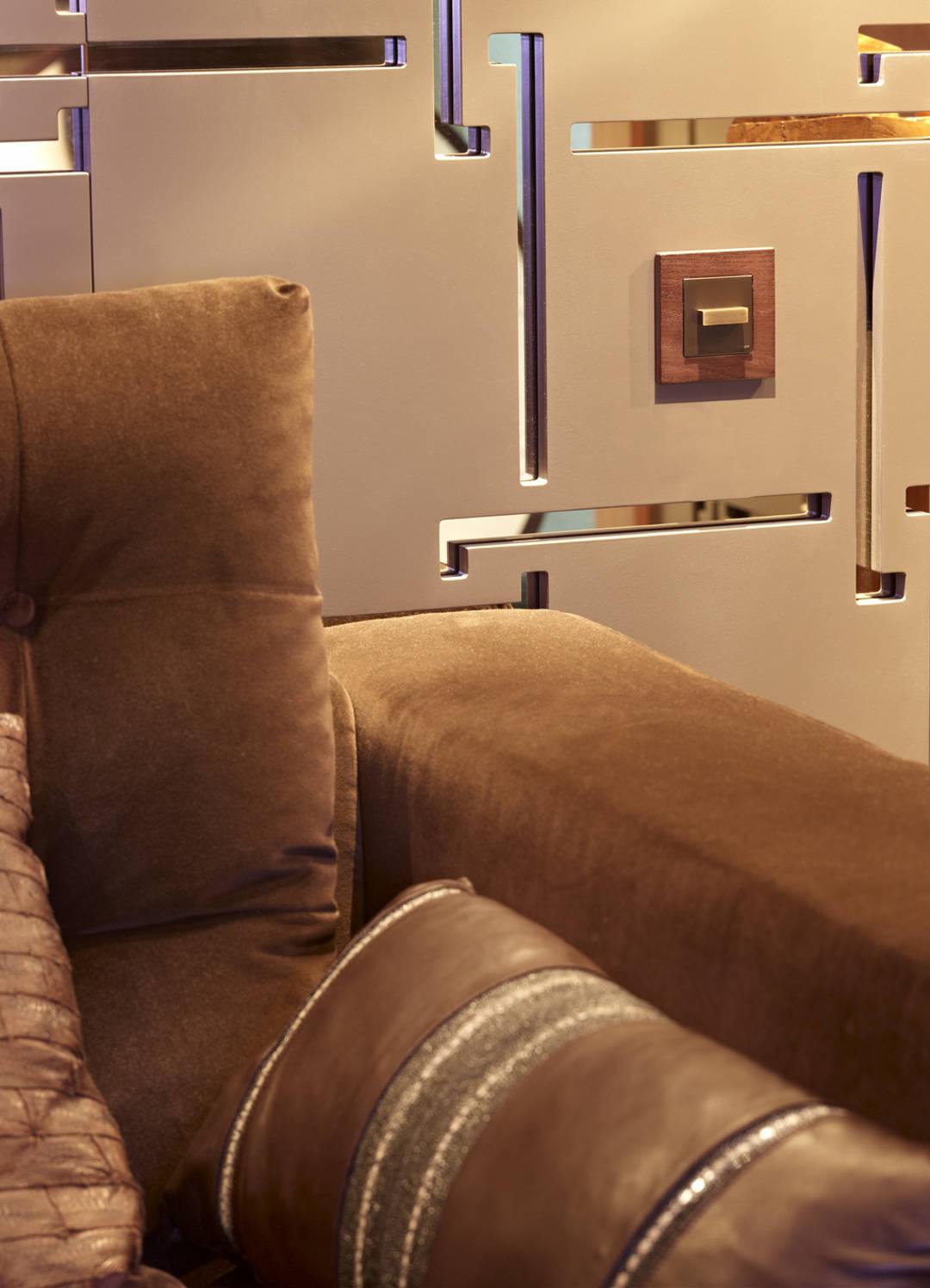 interruptor de pal amb sofà marró 6731