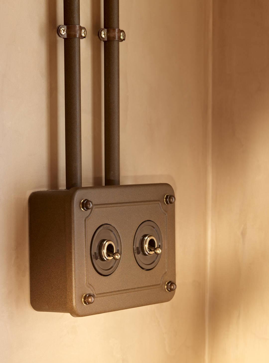 interruptors TUBO caixa emvellida amb rocking 6543